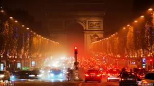 Les Champs-Élysées ont aussi l'esprit de Noel Champs-Élysées also have Xmas mind