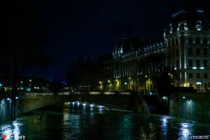 Crue de la  Seine au pied de Notre-DameFlood of Seine river at Notre-Dame