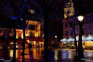 Place du Tertre par une soirée d'hiver pluvieuse/Place du Tertre by a raining winter evening