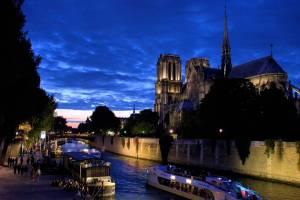 .. que le ciel passe lentement de la lumière du jour à l'heure bleue ..... that the sky slowly passes from the light of day to the blue hour ...