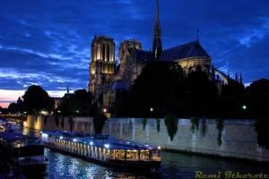 Entre chien et loup.. / Between dog and wolf .. / (Notre-Dame - PARIS)