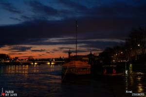 Peniche sur la SeineBoat on the river